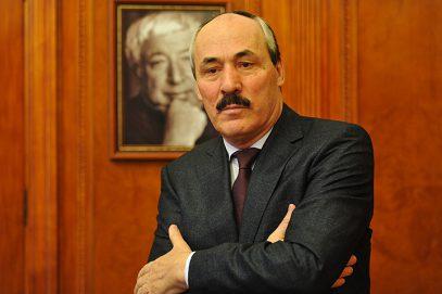 Абдулатипов «освободил» медиков от намаза и поста в Рамадан (ВИДЕО)