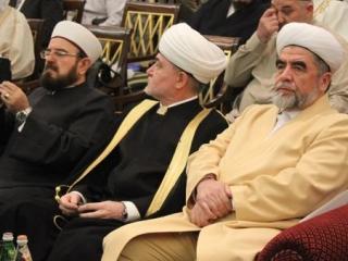 Слева направо: Али аль-Карадаги, Равиль Гайнутдин, Мухаммад Садык