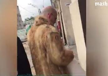 Трансвестита выгнали из магазина известного христианина-защитника хиджаба (ВИДЕО)