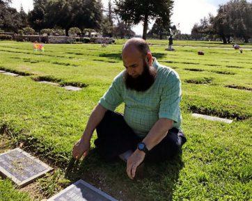 Мусульманин собирает смертельно больных детей, цель поражает (ВИДЕО)