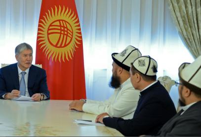 Президент Кыргызстана: Не расшибайте лбы в молитвах, а получайте образование