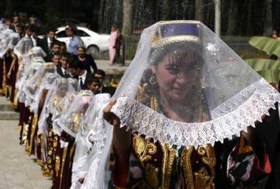 Нет хиджабу и обнажёнке. Власти сказали таджичкам, как одеваться