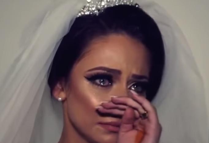 Эмоции турецкой невесты во время прощания с семьей растрогали пользователей Сети (ВИДЕО)