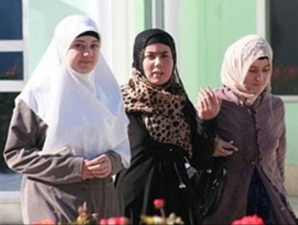 Таджикский министр вызвал шок заявлением на тему хиджаба и гигиены