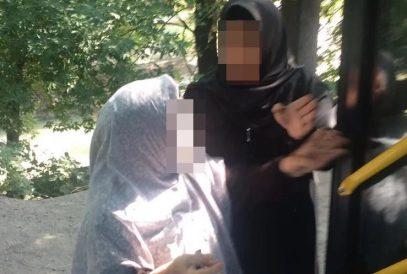 В Алматы драчуньи в хиджабах избили пассажирку автобуса