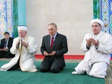 Богу — богово. В Казахстане религию лишили политического измерения
