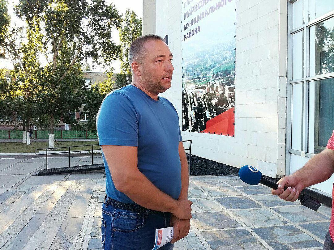 Бывший свёкр Светланы Ухановой охотно раздаёт интервью (Фото: Михаил Егоров)