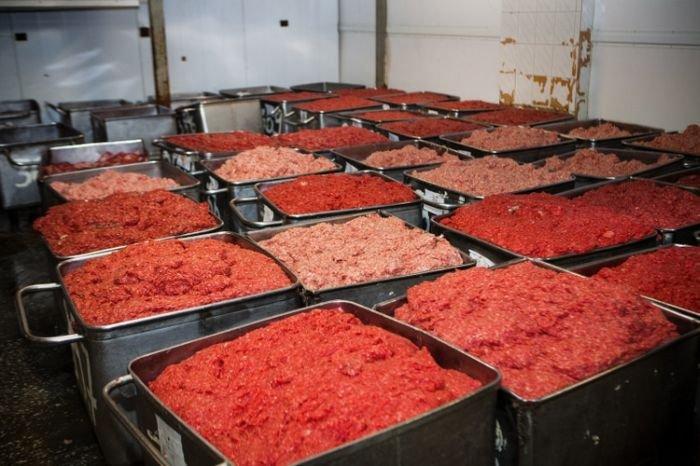 В колбасу идут все виды мяса, включая человеческое