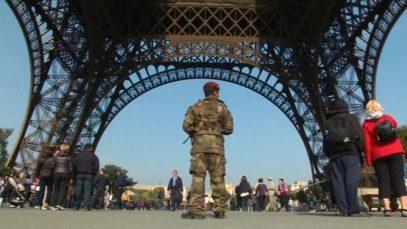 Психически больного сторонника ИГИЛ не пустили на Эйфелеву башню