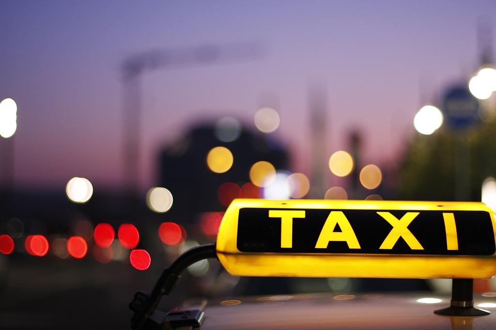 Преимущества междугородних поездок на такси в Крыму