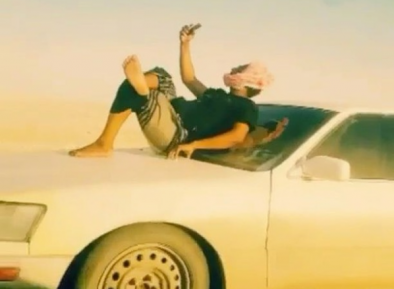 Напекло голову. Оманец с ветерком покатался на машине без кондиционера (ВИДЕО)