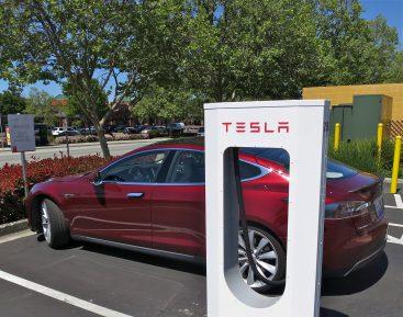 Особенности и преимущества заправок Tesla Supercharger для электрокаров