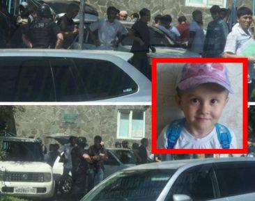 Люди в масках оцепили мечеть во Владивостоке, где молились за убитого малыша Иброхима (ВИДЕО)