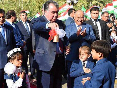 Тюбетейка вместо хиджаба. Таджикских школьников ограничили в выборе одежды