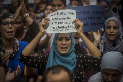 Накипело: мусульмане устроили массовую акцию протеста в Барселоне (ВИДЕО)