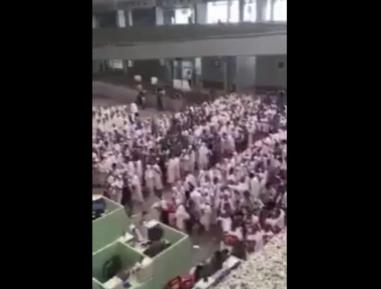 Индонезийские паломники вызвали бурю эмоций своим поведением в Саудии (ВИДЕО)