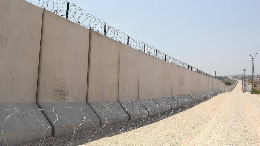 Бетонная стена на турецко-иранской границе