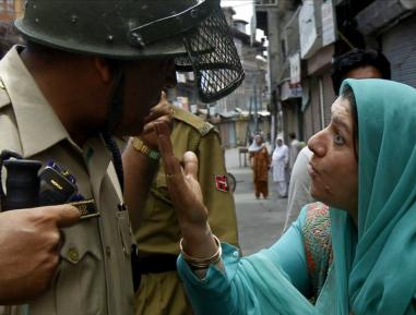 Полицейские применили шокирующие «воспитательные» меры к мусульманину