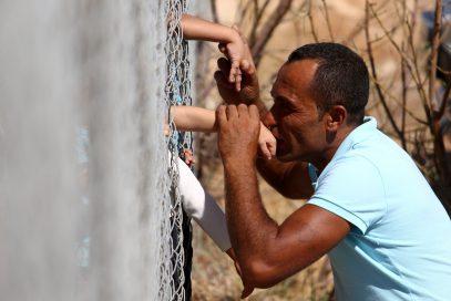Увидевший семью после долгой разлуки сирийский беженец растрогал мировые СМИ (ФОТО)