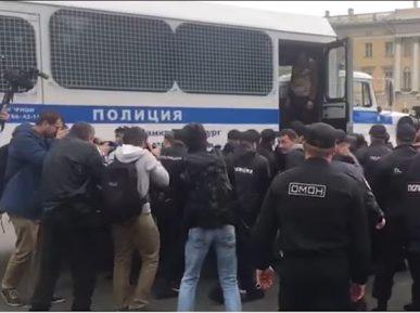 В Петербурге задержали более ста человек за несанкционированную акцию (ВИДЕО)