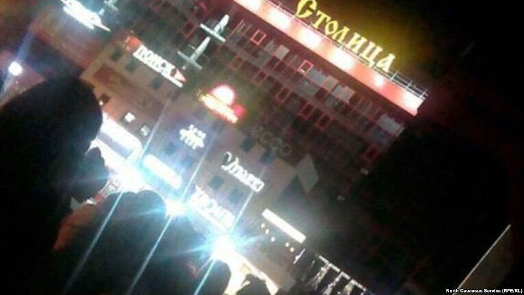 Людей эвакуируют из 7-ми больших объектов воВладикавказе после звонка оминировании