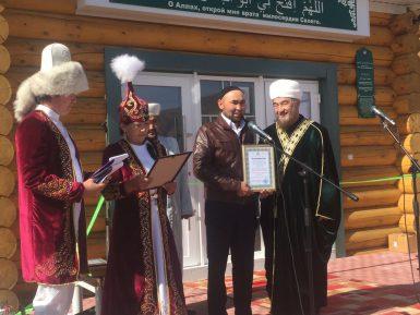 Муфтии открыли мечеть в Чуйской степи