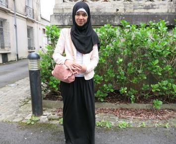 Грузинскую школьницу не пустили на уроки в хиджабе