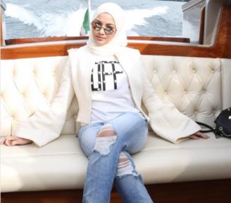 Звезда в хиджабе объяснила голые коленки