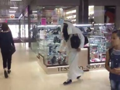 Ряженый мусульманин навел панику в воронежском ТЦ (ВИДЕО)