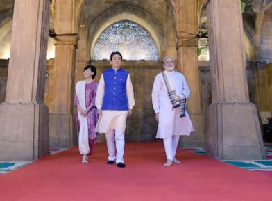 Два премьер-министра, индуист и синтоист, пришли в дом Аллаха