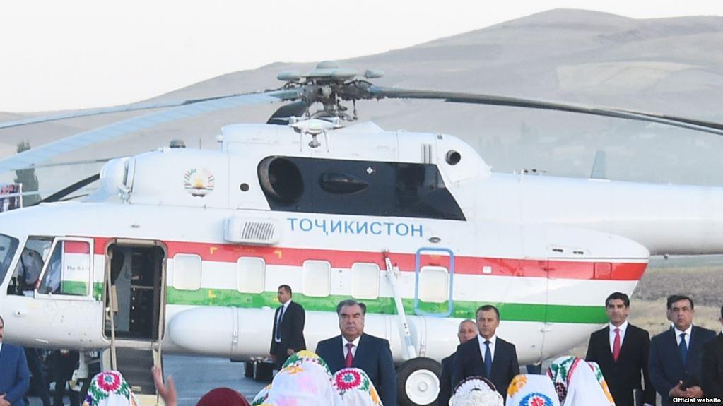 Директора аэропорта убили лопасти президентского вертолета