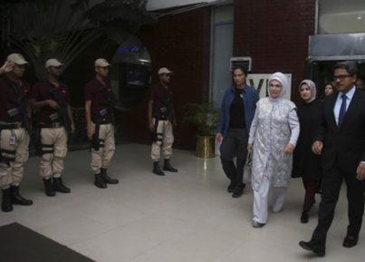 Первая леди Турции срочно прибыла в приграничную с Мьянмой зону