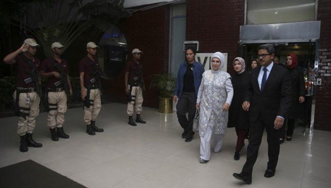 Эмине Эрдоган торжественно встречают в аэропорту Дакки
