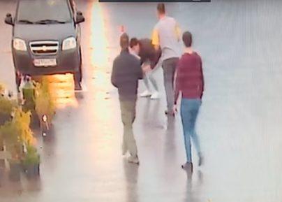 В Москве на глазах у прохожих жестоко убили мигранта-парикмахера за «плохую» стрижку (ВИДЕО)