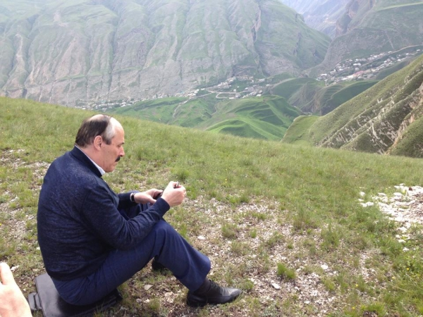 Рамазан Абдулатипов в горах Дагестана