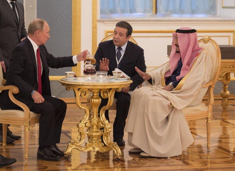 Президент Путин нарушил дипломатический протокол в знак уважения к саудовскому монарху