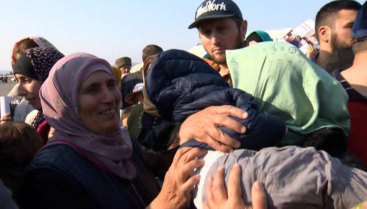 Вернувшихся из Сирии в Грозный женщин с детьми встречали родные