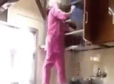 Караул на кухне. Мусульманка доказала, что жена в исламе не для уборки (ВИДЕО)
