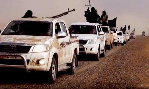 Боевики ИГИЛ на пикапах