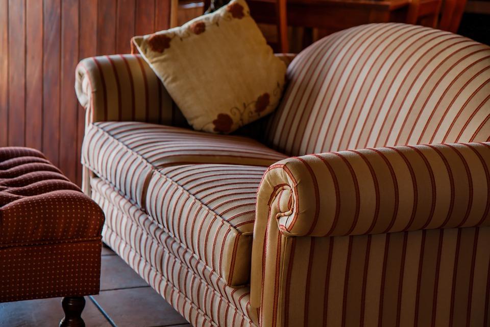 Как следует выбирать диван для своей квартиры?