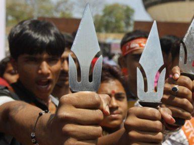 Убийство певца-мусульманина индуистским священником всколыхнуло страну