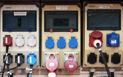 Почему сотрудникам важно проходить обучение по электробезопасности?