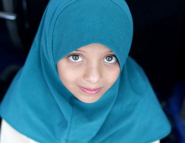 Школьница, бросившая вызов премьер-министру, надела хиджаб