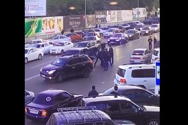 Охрана главы МВД Дагестана не пощадила водителя, преградившего путь кортежу (ВИДЕО)