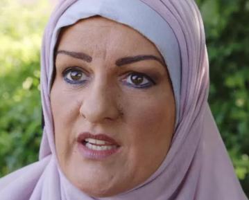 Эта женщина приклеила фальшивый нос и надела хиджаб – с какой целью?
