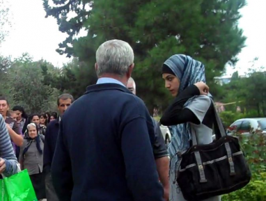13-летней Аише поставили ультиматум – хиджаб или школа