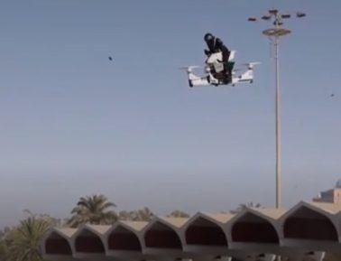 Дубайская полиция похвасталась летающими мотоциклами (ВИДЕО)