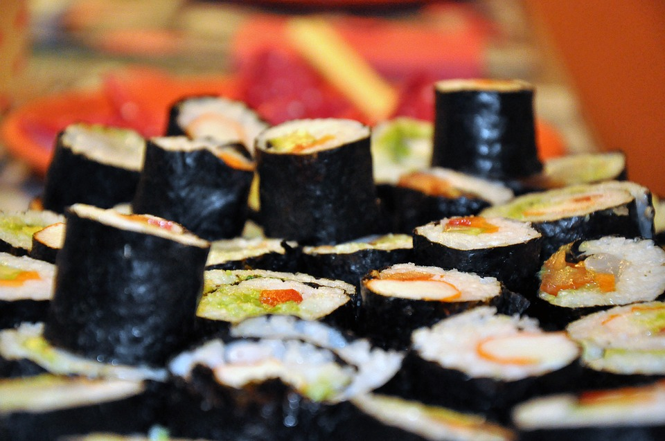 Преимущества заказа суши и роллов на дом