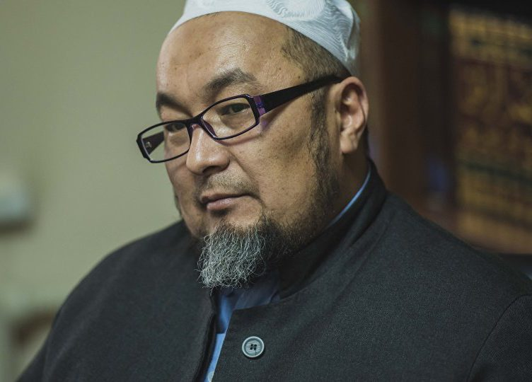 «Я решил стать примером». В Киргизии затравили муфтия-многоженца (ВИДЕО)