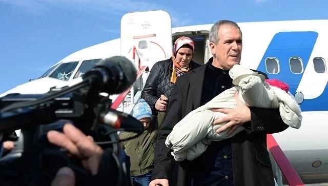 Зияд Сабсаби с ребенком на руках